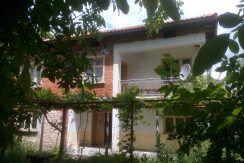 Двуетажна фамилна къща на 17 км. от с. Стамболово, обл.Хасково