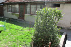 Двустаен апартамент/ Етаж от къща в Центъра на град Хасково