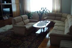 Масивен самостоятелен етаж от къща в кв.,, Байкал ,,