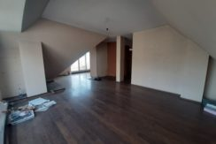 Мансарден тристаен апартамент в кв. Младежки хълм, гр. Пловдив