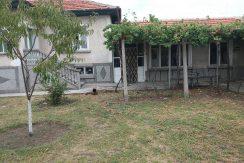 Едноетажна къща в село Царимир, град Съединение