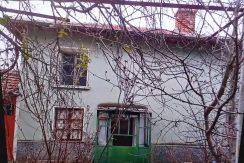Двуетажна къща с лятна кухня и двор в село Дрангово, община Брезово, област Пловдив