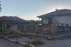 Едноетажна къща с голям двор и лятна кухня в село Трилистник, област Пловдив