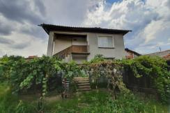 Двуетажна къща в село Мало Крушево, област Пловдив